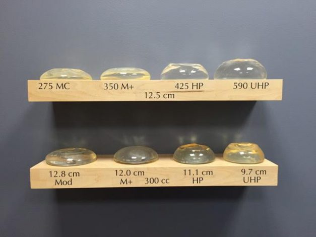 How to decide what size breast implants